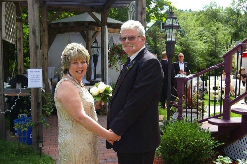 bride-groom-garden-sm