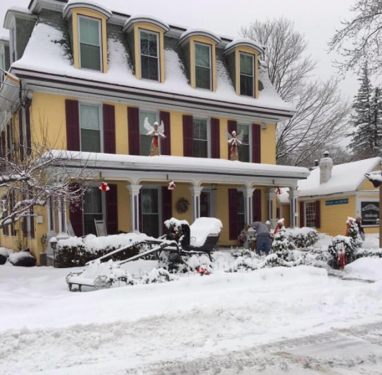 Photo of Inn Victoria with snow.